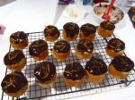 香橙蛋糕配上巧克力icing,以橘皮丝点缀