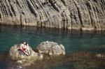 岩石上的情侣