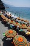 Monterosso al Mare海滩 绚烂阳伞